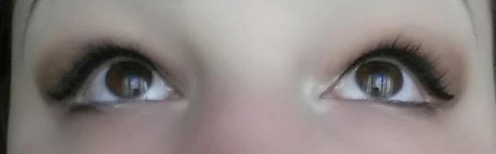 With two coats of normal mascara, before Moodstruck 3D Fiber Mascara.